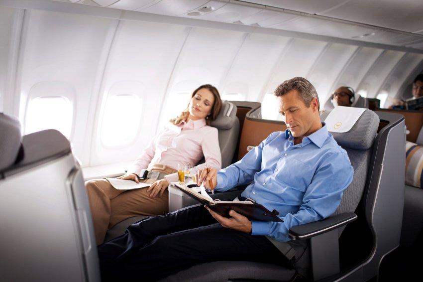 6 สิ่งที่คุณไม่ควรทำบนเครื่องบิน