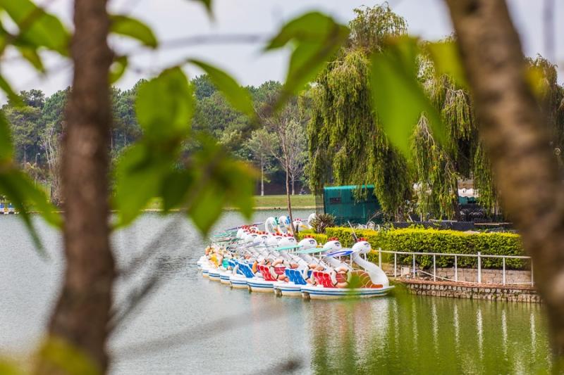 ชมความงามทะเลสาบซวนฮวาง