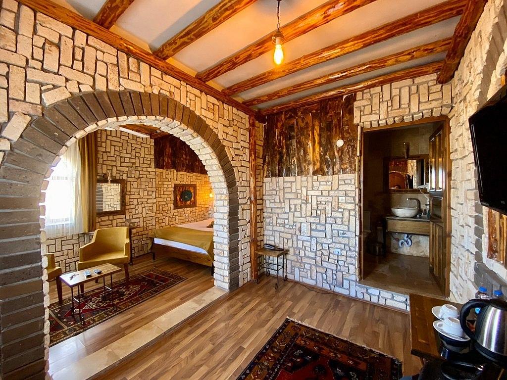 Elite Cave Suites