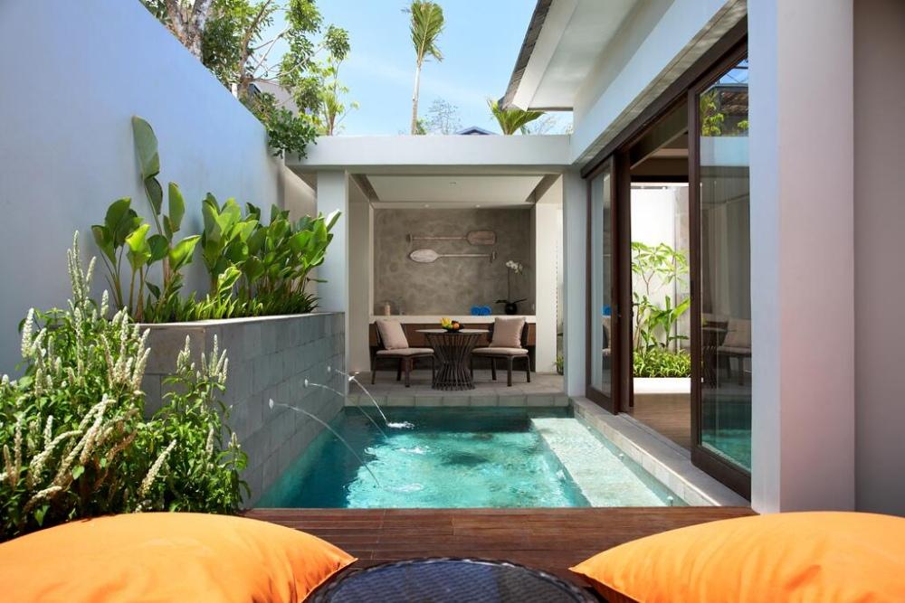 เอ็กซ์2 บาหลี เบรคเกอร์ รีสอร์ต (X2 Bali Breakers Resort)