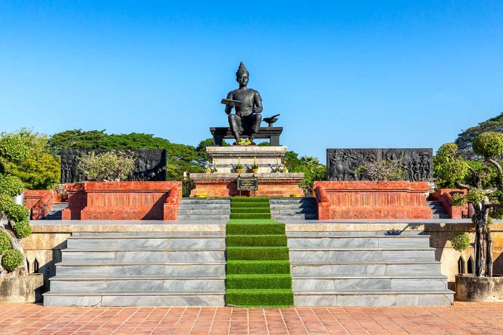 พระบรมราชานุสาวรีย์พ่อขุนรามคำแหงมหาราช (King Ramkhamhaeng Monument)